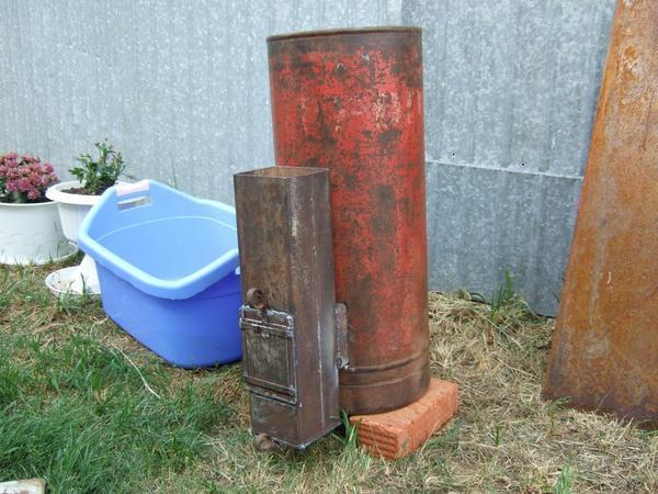 Ракетную печь длительного горения часто применяют для отопления гаражей и подсобных помещений