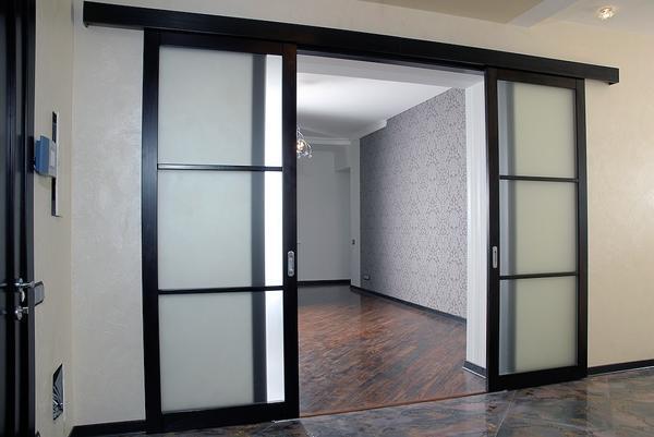 Красиво и современно в интерьере будут смотреться раздвижные двери из гипсокартона