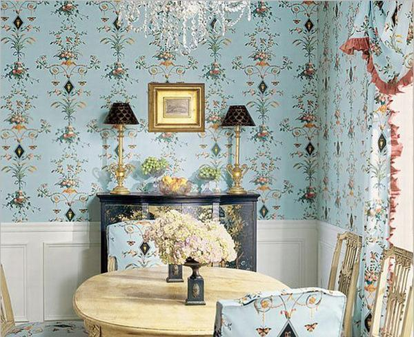 Обои с цветочным орнаментом отлично подойдут для тех, кто хочет оформить интерьер в стиле прованс