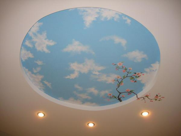 Небо всегда манит человека. Очень часто эта тема становится основной в оформлении потолков