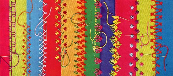 Главной особенностью техники крейзи-пэчворк считаются декоративные швы для ручной сборки лоскутов: козлик, цепочка, утиные лапки