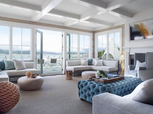 Минус панорамного окна в том, что оно снижает возможность оформления гостиной в определенном стиле