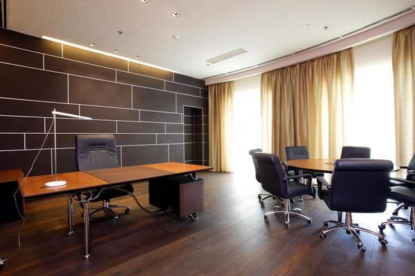 Виды штор для кабинета начальника должны иметь стилевую направленностью
