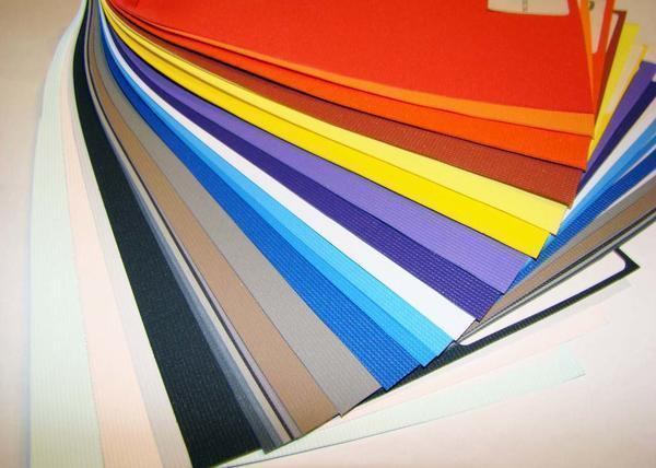 Натяжные потолки бывают в виде пленочного листа и тканевого полотнища. Они отличаются по размерам, толщине полотна и пределу прочности на разрыв