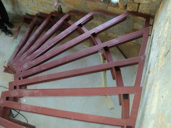 Чтобы лестница была удобной, ступени рекомендуется делать одинакового размера