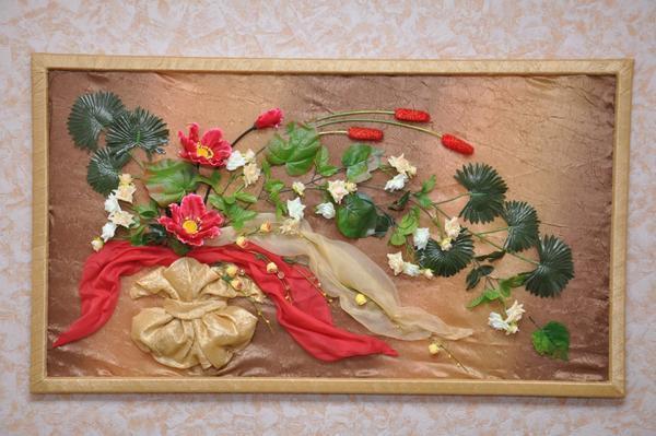 Панно из искусственных цветов будет наиболее долговечным