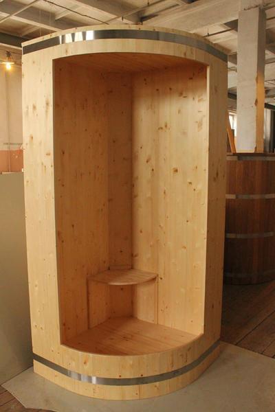 Деревянная душевая кабина для дачи пригодится хозяину и гостям