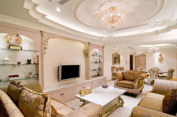 Перед тем как делать гипсокартонный потолок в гостиной, необходимо сначала определиться с его дизайном и освещением