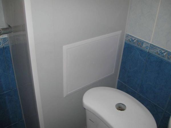 Зашить трубы в туалете можно несколькими способами