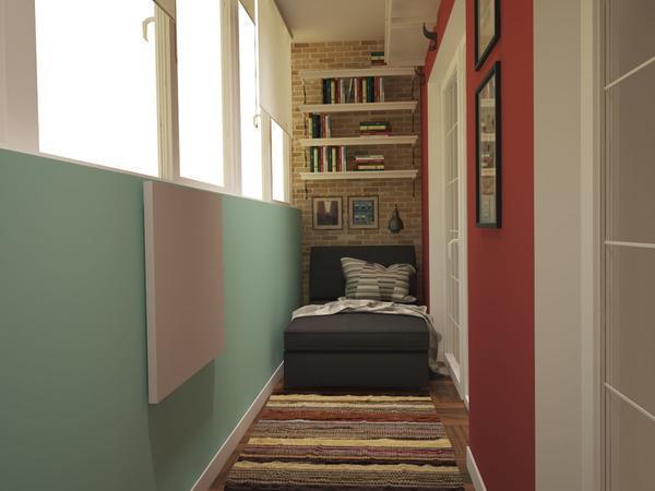 На полки, расположенные на балконе, можно поставить книги