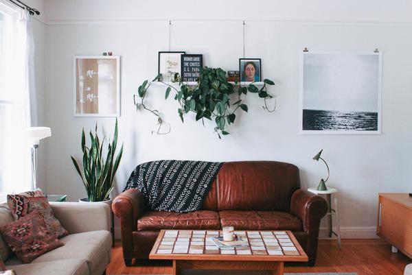 Особое внимание при оформлении гостевой комнаты небольшого размера следует уделять подбору осветительных приборов, от которых также будет зависеть общая атмосфера