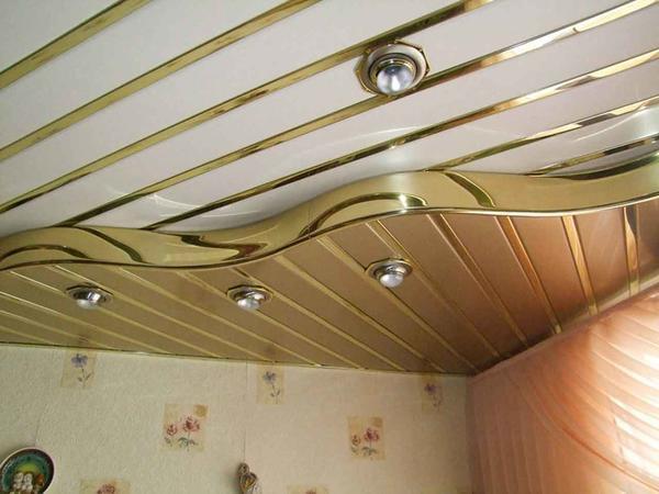 ПВХ панели – дешевый и практичный материал для отделки потолков