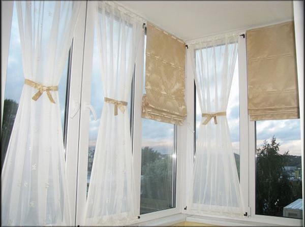 Римская штора компактна и позволяет значительно менять освещенность