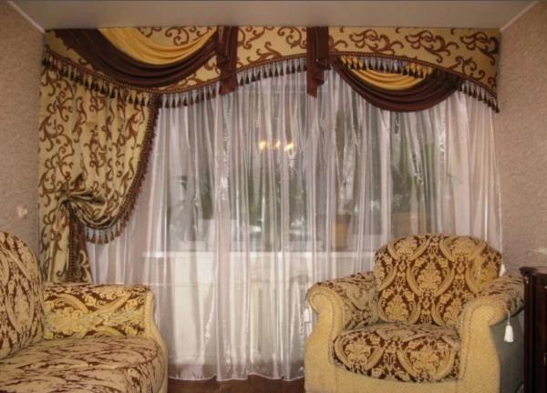 Для того чтобы пошить шторы в гостиную, необходимо учесть размеры помещения