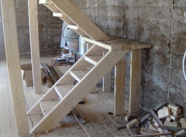 Если вы не имеете опыта сооружения лестниц, то лучше обратиться к профессионалам