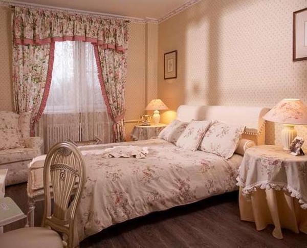 Гардины для спальни: фото красивых штор, какие выбрать дизайн, короткие в интерьере маленькой спальни