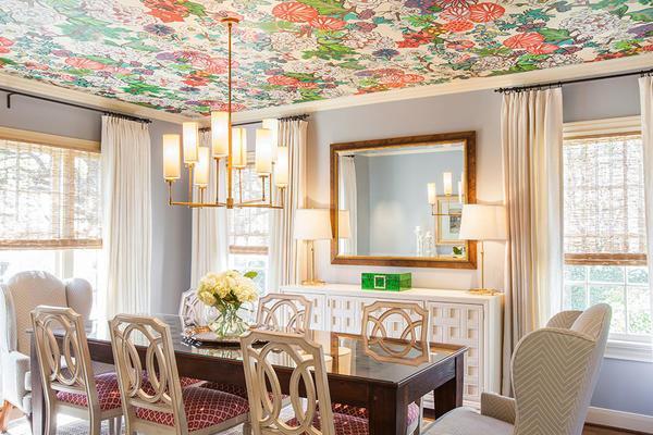 Чтобы обои на кухонном потолке выглядели эффектно, они должны быть влагостойкими и воздухопроницаемыми