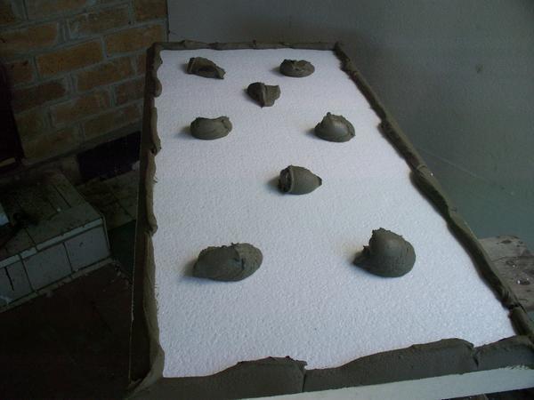 Правильные технологичные действия в приклеивании пенопласта к бетону облегчат выполнение дальнейших работ