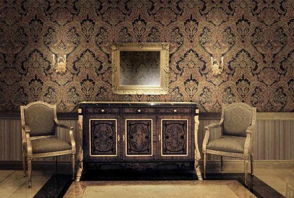 Покрытие в стиле барокко поражает своей роскошью, изысканностью, содержит элементы, обрамленные позолотой, изобилует диковинными цветами