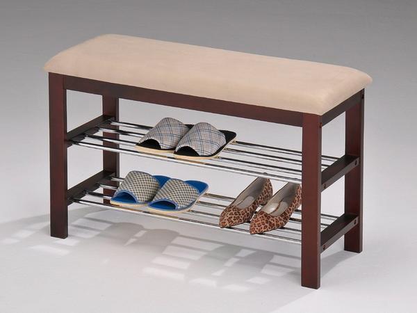 Отличным вариантом является приобретение скамейки, которая имеет специально отведенное место для домашних тапочек