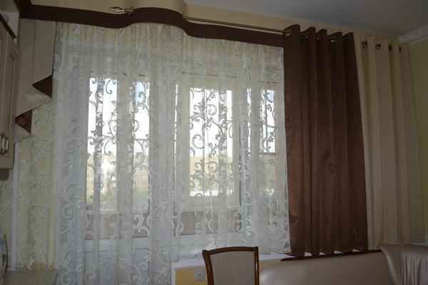 При выборе штор без ламбрекена стоит учитывать размеры окна и самой комнаты
