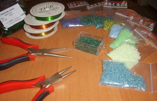 Перед началом плетения деревьев из бисера следует подготовить необходимые материалы и инструменты для работы