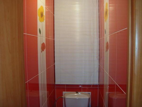 Жалюзи для ванной комнаты могут быть изготовлены из различных материалов