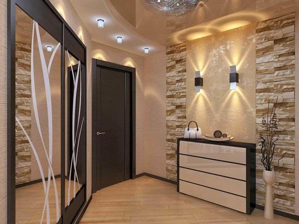 Создавая дизайн коридора в хрущевке, важно заранее определиться с размещением светильников, учитывая при этом расположение всех деталей будущего интерьера