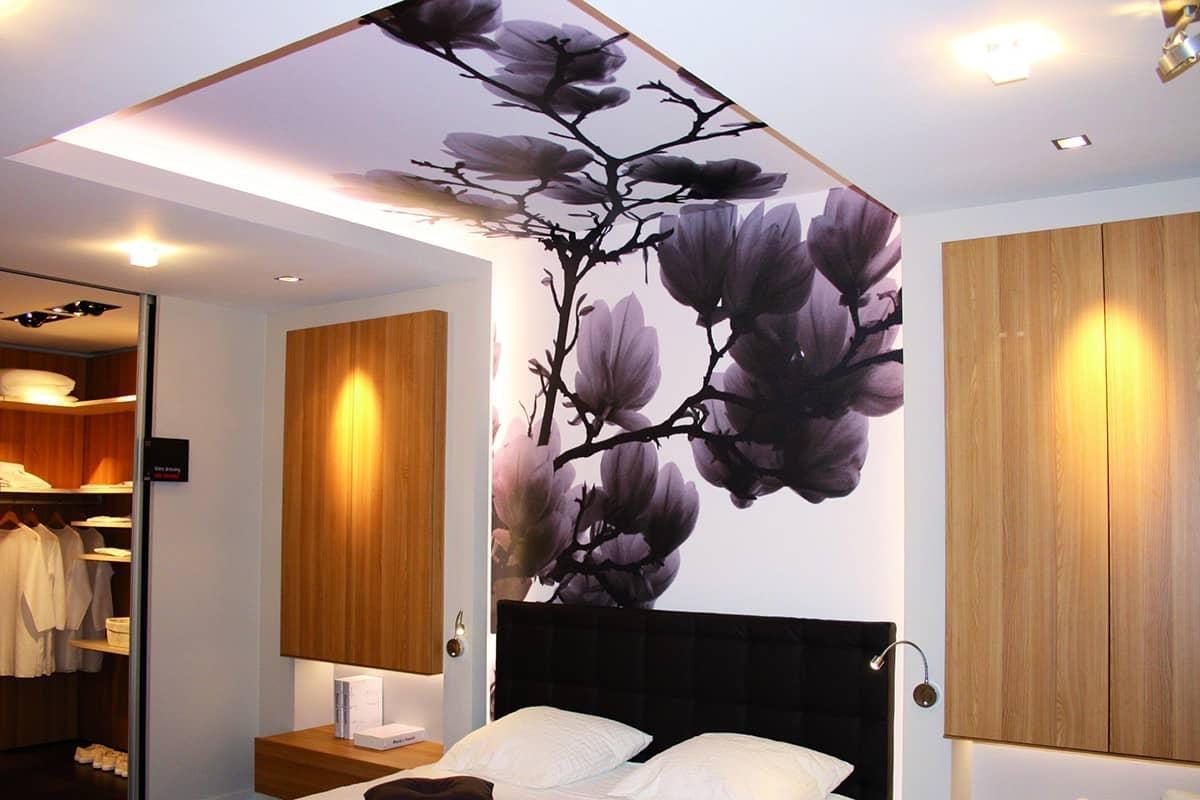утепление пластиковых натяжной потолок с фотопечатью в спальне фото улочки, мощенные крупным
