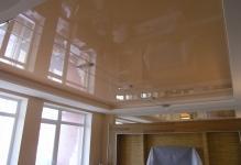 Натяжной потолок для зала фото
