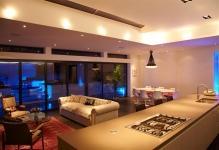 2010-12-House-tour-contemporary-lighting-design-Custom