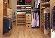 Walk-in-Southwestern-Closet-Design
