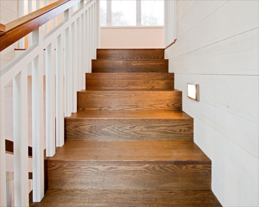 легкостью впишется чем отделать деревянную лестницу в доме фото душе