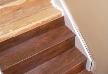 Laminate-Flooring-Stairs-Simple