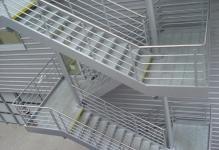 Прочные металлические лестницы: 3 вида конструкции