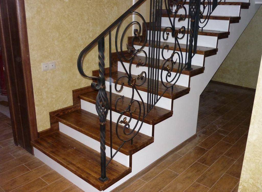 отделка бетонной лестницы в частном доме фото тому
