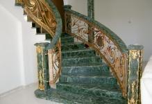 mramornaya-lestnitsa-v-stile-barokko