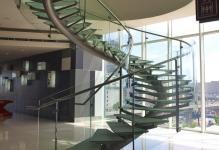 Универсальная металлическая лестница на второй этаж