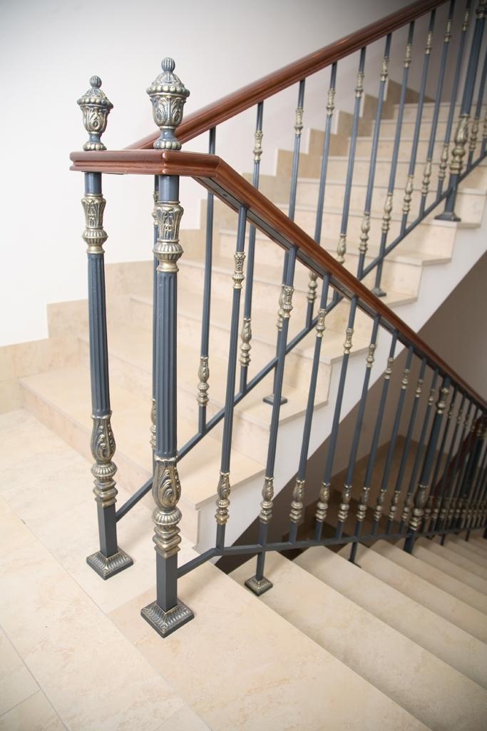 кованые балясины лестниц картинки видят