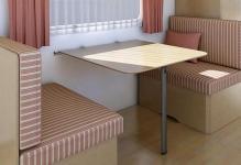 otkidnoj-stolik-dlya-balkona-osobennosti-i-preimushchestva0