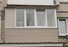 osteklenie-balkona-v-hruschevke