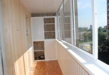 sdelat-shkaf-na-balkone