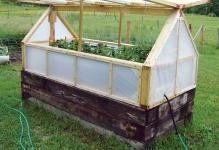 raised-garden-bed-with-a-greenhouse-cover-can-help-you-extend-your-for-Diy-Mini-Greenhouse