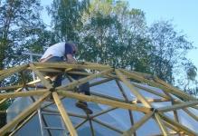 Прочная купольная теплица: 14 шагов к установке