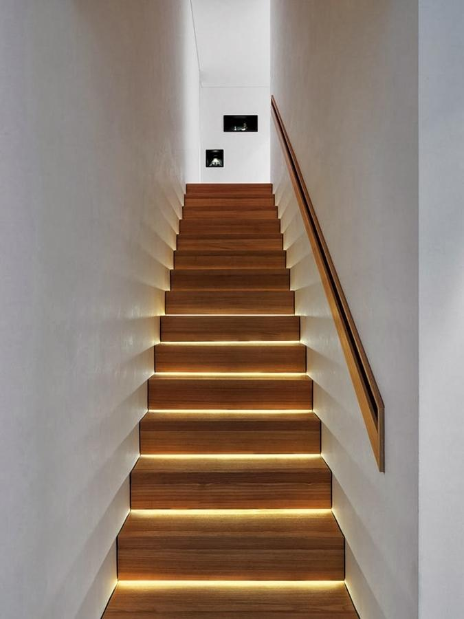фото лестниц с подсветкой в доме тех пор