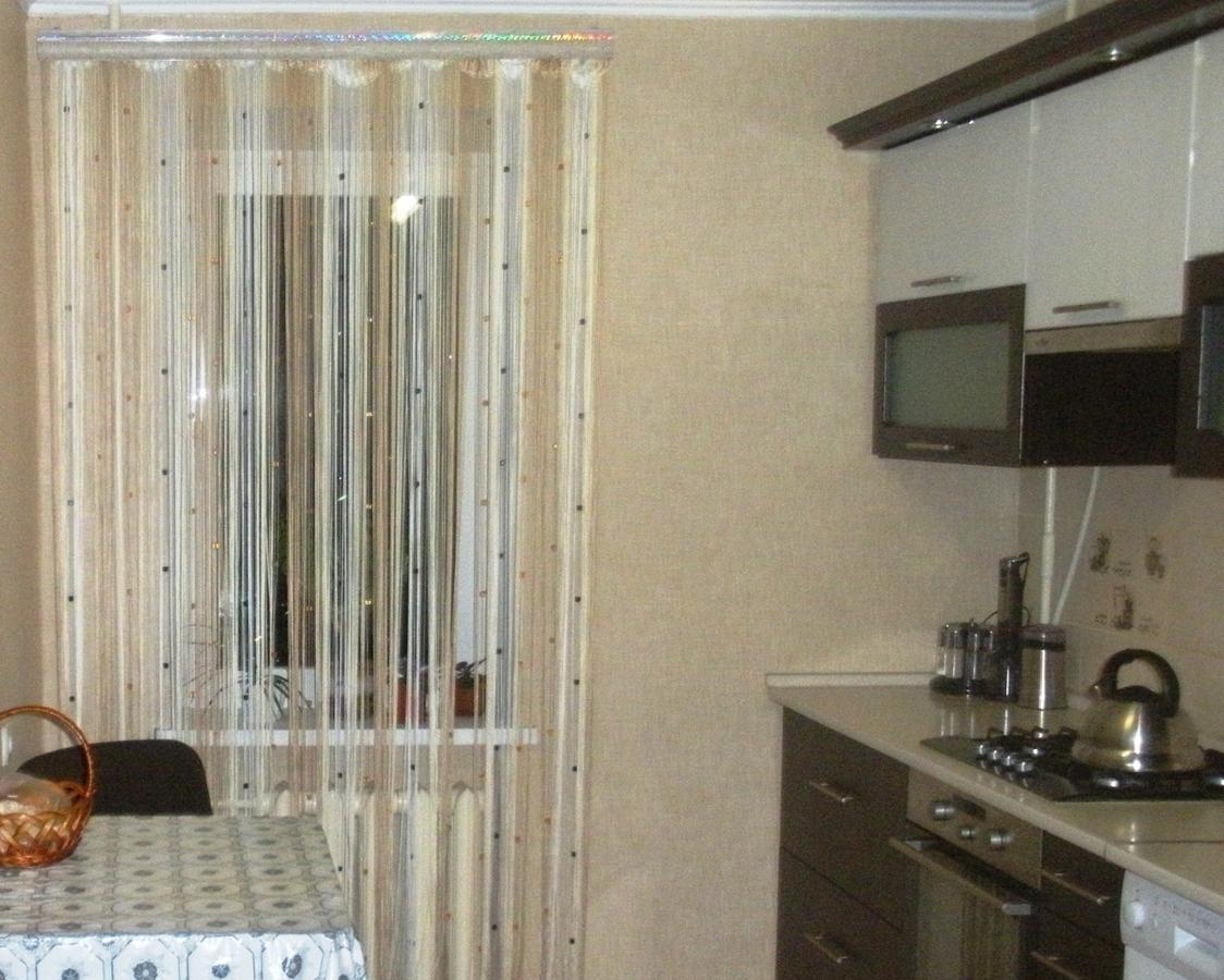 шторы нитки на кухне фото белый снег