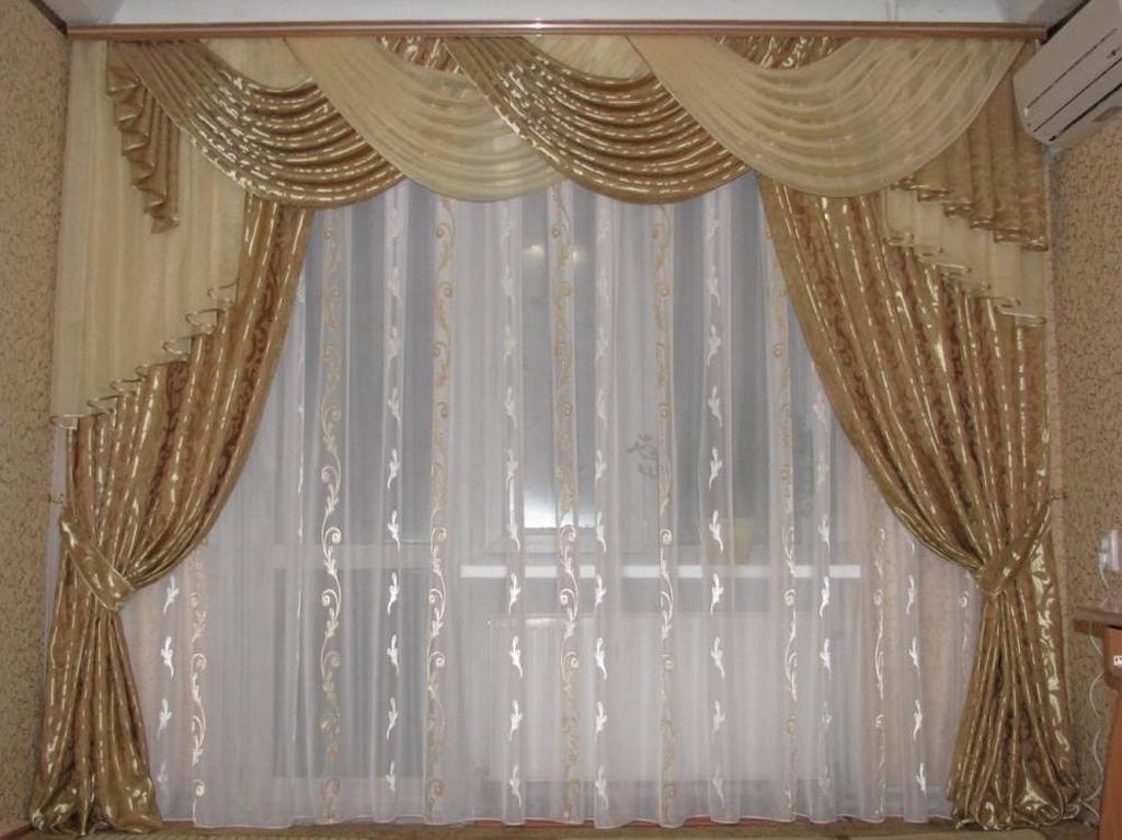 Выбираем ассиметричные шторы для кухни, гостиной и спальни