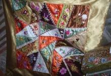 Crazy-patchwork-yatak-ortusu-6-900x647