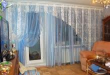 Foto-2-Prozrachnye-dvuhcvetnye-shtory-dlja-oformlenija-okna-1024x768