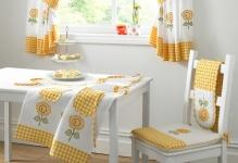 kitchen-decoration-with-beautiful-curtains-how-to-decorate-curtains-that-looks-beauty-920x11581